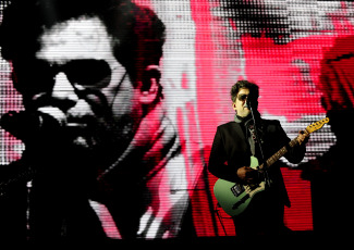A day like today in 1961 Andrés Calamaro was born, considered one of the icons of Argentine rock and Spanish rock. Owner of successes like