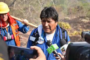 The President of Bolivia, Evo Morales, supervises on Tuesday, August 27, 2019 in Roboré, Santa Cruz the work of firefighters to put out the fire in the Santa Rosa community, in the Chiquitana mountain range. Morales recently announced the suspension of the electoral campaign, for the October elections where Morales is looking for a new re-election, while the fires continue in Bolivia