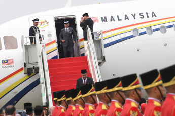 Jakarta, Indonesia.- The recently proclaimed King of Malaysia Tengku Abdullah, Sultan of Pahang, made his first four-day state visit to Indonesia. The special plane carrying the King and Queen, Tunku Hajah Azizah Aminah Maimunah Iskandariah, landed at Halim Perdanakusuma International Airport on the morning of Monday, August 26, 2019.