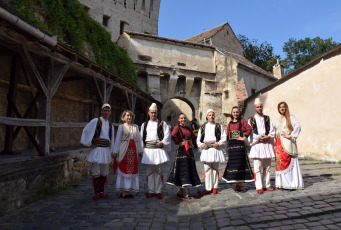 The action aims to promote intercultural dialogue and artistic interaction at European level and takes place in the Romanian city of Sighisoara. Almost 700 representatives of national minorities recognized in Romania meet, for five days, in the XVII edition