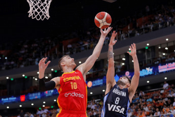 Photos of the game played today Tuesday, August 27, where the Spanish beat the Argentine team 76-84 in a very fought match that was played at the Olympic Sport Center in Ningbó. The best were Nico Laprovittola and Luis Scola from Argentina and Ricky Rubio from the Spanish side.
